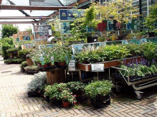 Peraga nasce l 39 outlet del mobile da giardino for Center mobili outlet